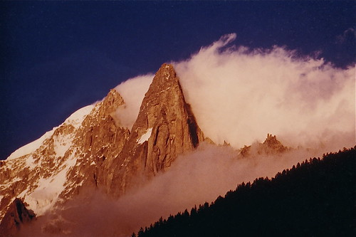 europe europa montagne montagnes mountain mountains gebirge alpes alps petitdru granddru aiguilleverte chamonix coucherdesoleil nuages soleil sunset sun sonnenuntergang france hautesavoie roche rochers rock rocks falaise granit