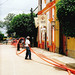Tlaquepaque Street Work I (July 2005) por Carl Campbell
