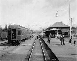 Grand Trunk - Canadian Pacific Railway station, Banff, Alberta / Gare du Chemin de fer Canadien Pacifique et du Chemin de fer du Grand Tronc, Banff (Alberta)