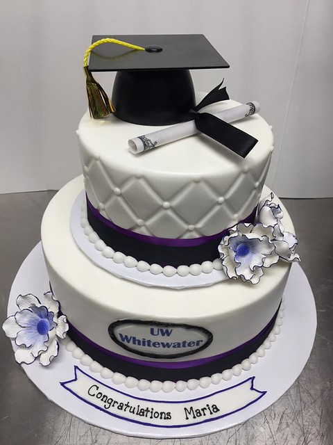 Graduation Cake by Tania's Cakes