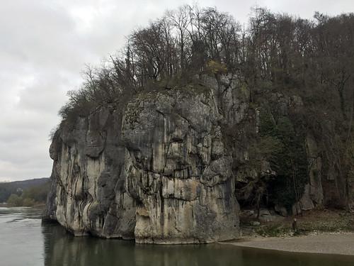 16 - Felswand am Donaudurchbruch  - Donaufahrt zum Kloster Weltenburg
