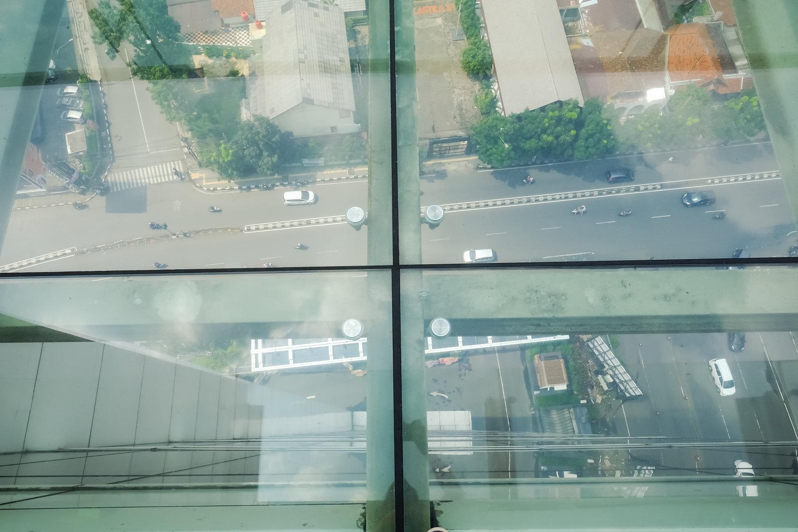 Suspended glass platform