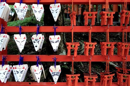 kyoto japan fushimi shrine vermilion tori inari