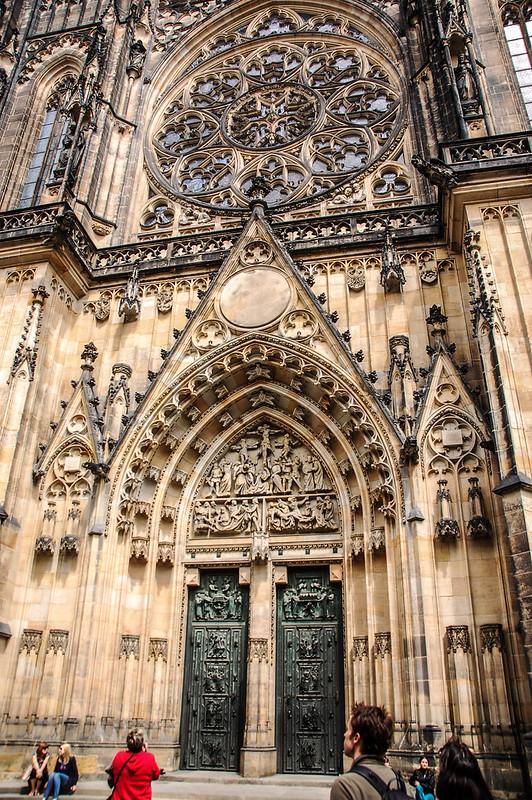 教堂西側大門入口