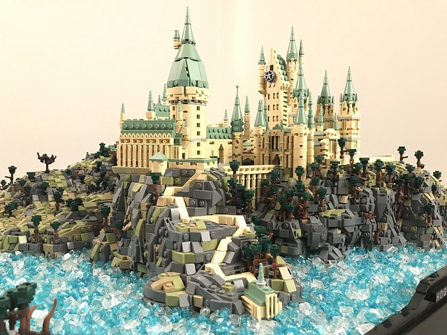 Not So Tiny This Microscale Lego Hogwarts Uses Over 75000 Pieces