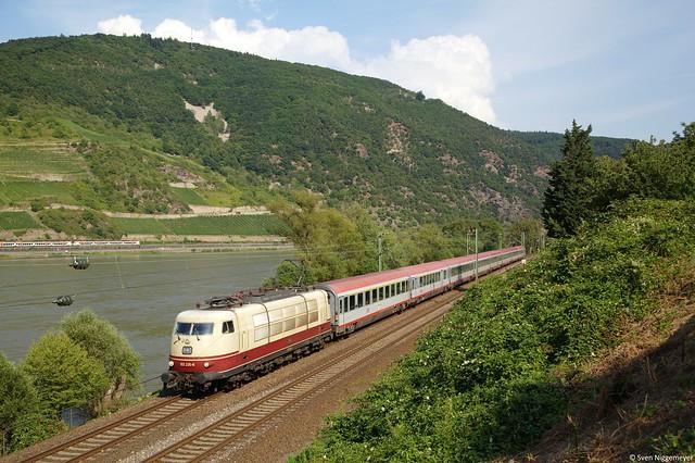 103 235-8 mit dem IC118 von Innsbruck nach Münster(Westf.)Hbf bei Trechtingshausen am 23.07.14