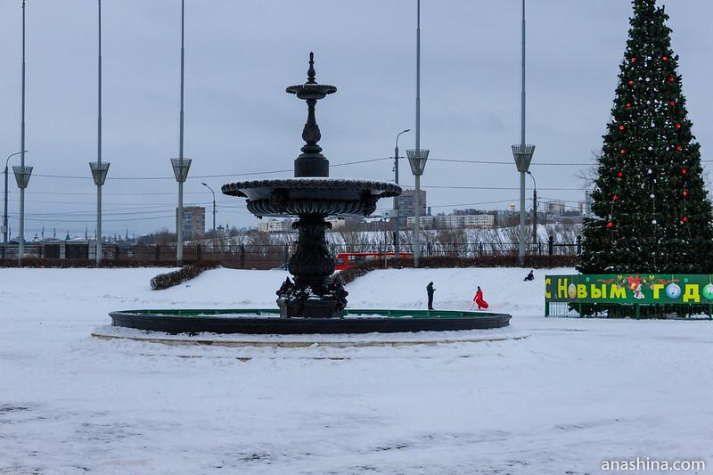 Чугунный фонтан перед Главным домом Нижегородской ярмарки