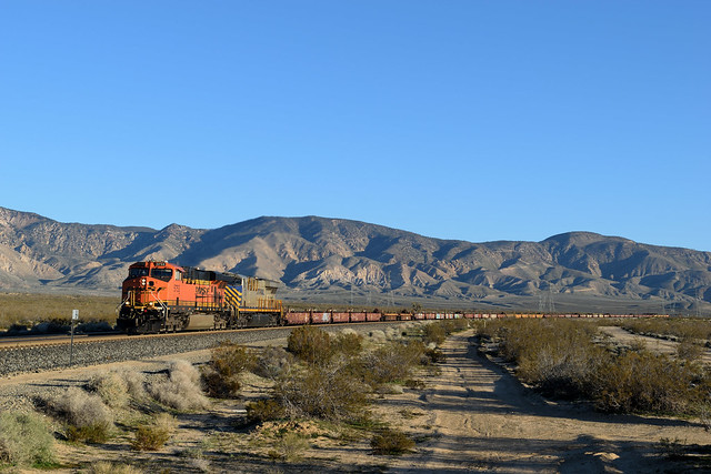 BNSF 5753 East at Mojave, California