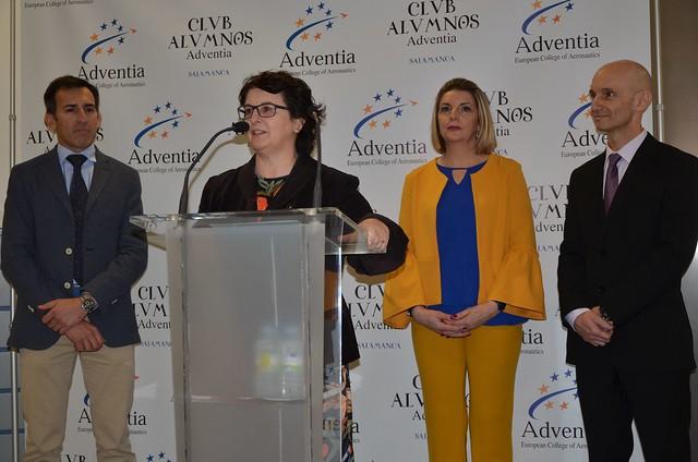 """La Vicerrectora de Docencia y la presidenta de Adventia inauguran el nuevo simulador A320 con el """"vuelo"""" Salamanca-Barcelona"""