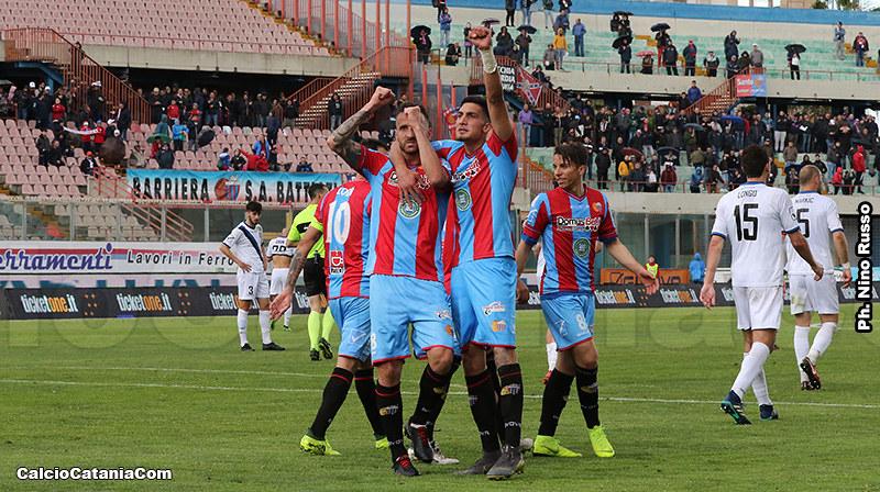 Pecorino esulta dopo il gol di Esposito contro il Bisceglie