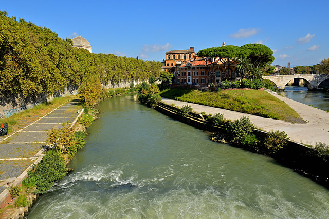 Roma / Isola Tiberina / From Ponte Garibaldi