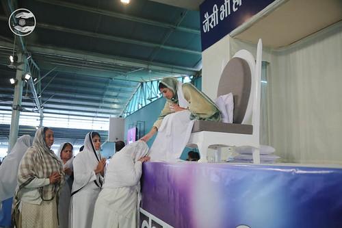 Family of Omi Ji seeking blessings