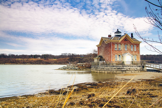 Saugerties Lighthouse at low tide