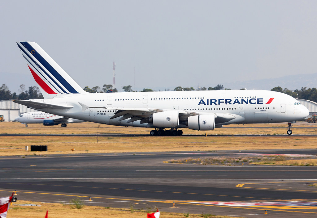 Landing on RWY23L completing the flight from Paris CDG. Delivered 09/2013.
