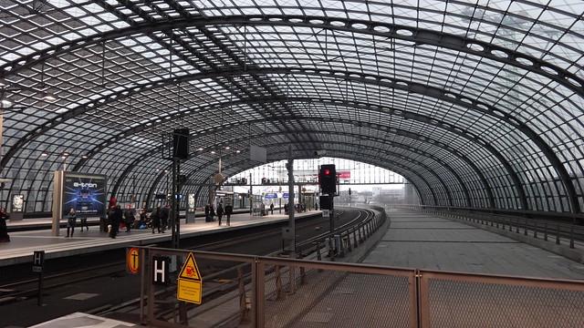 1998/2006 Berlin Hauptbahnhof an der Berliner Stadtbahn von Meinhard von Gerkan Europaplatz 1 in 10557 Moabit