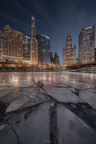 sonyimages explore urban voigtlander sonyalpha winter exploration cityscape nenadspasojevic nenadspasojevicart sony pointofview reflections a7rii longexposure rooftoping night urbanexploration frozenriver 2018 cold city heliar perspective bridge symmetry ice downtown glitterbox river lines rooftop chicago illinois il usa