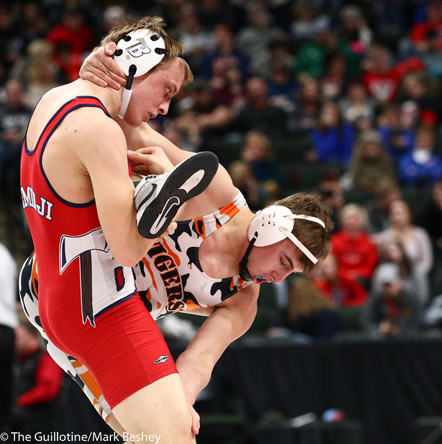 195AAA 5th Place Match - Peter Moen (Bemidji) 37-10 won in sudden victory - 1 over MacAron Kukowski (Farmington) 23-4 (SV-1 6-4) - 190302cmk0205