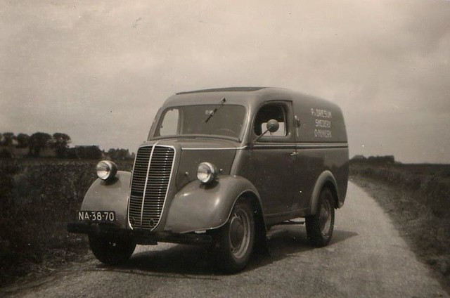 Fordson Thames E83W 1/2 ton bestelwagen