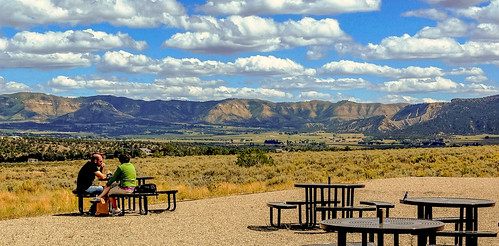 park visitorcenter visitorcentre visitors visitor research researchcenter nationalpark mesaverde mesaverdenationalpark colorado uspark usnationalpark northamerica september2015 september122015 mesaverdenationalparkvisitorandresearchcenter picnic lunch picnicarea mountainview mountain mountains cloud clouds mesaverdevisitorcenter table tables picnictables picnictable outdoor landscape