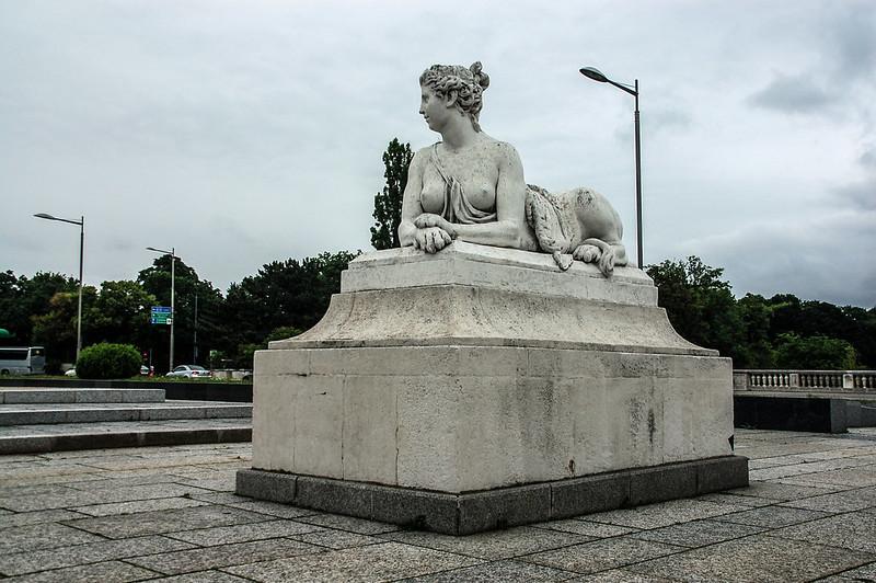 熊布朗宮大門前廣場雕像 2
