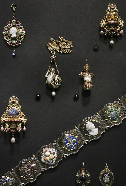 Renaissance revival style jewellery, 19th century