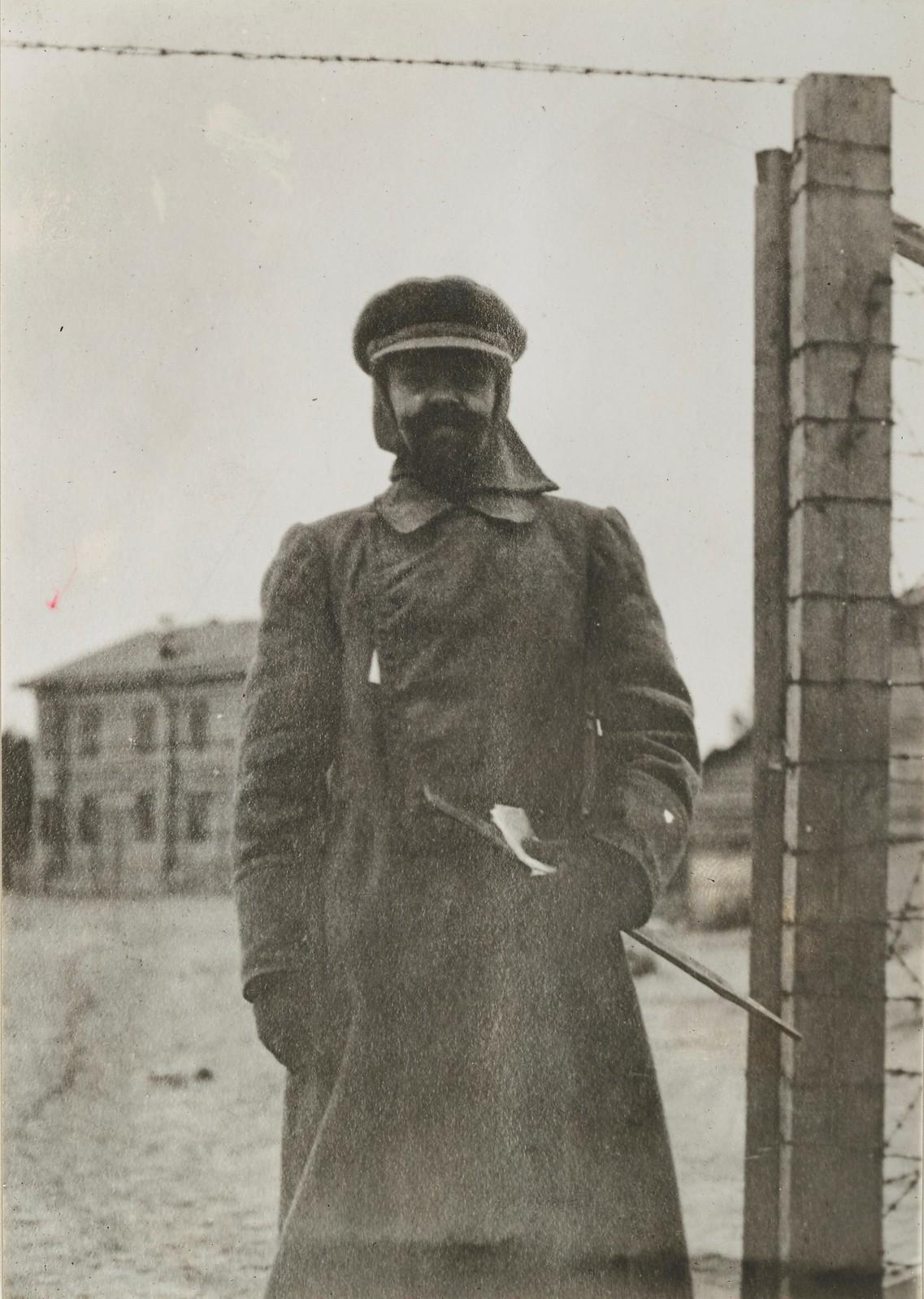 Бриллиантов, большевистский узник, отвечающий за лагерь и сам под охраной французских войск