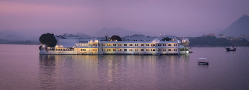 roostingbirds lakepalacehotel lakepichola udaipur sunset lakeside rajasthan tajgroupofhotels panorama explored
