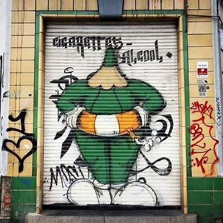 #storminbelgium better be prepared / #streetart by #lescrayons. . #brussels #graffiti #urbanart #graffitiart #streetartbelgium #graffitibelgium #bruxhell #bruxellesmabelle #urbanart_daily #graffitiart_daily #streetarteverywhere #streetart_daily #ilovestre