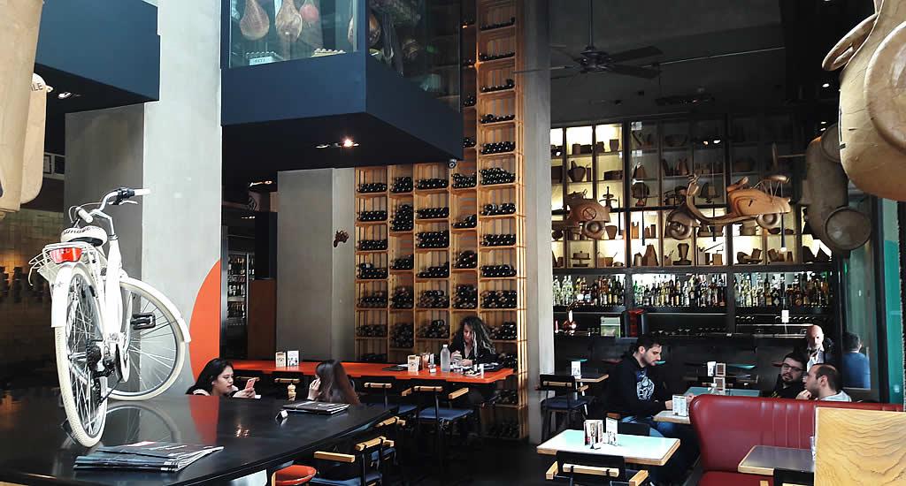 Restaurant in Gazi, Athene: Cartone | Mooistestedentrips.nl