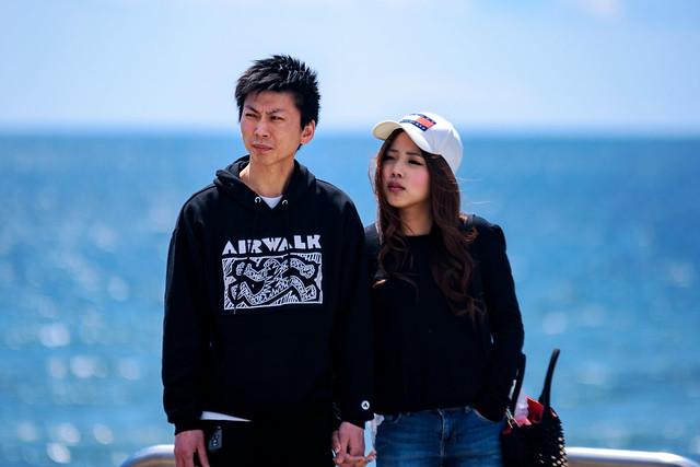 Lovers at Shichirigahama beach : 七里ガ浜にて