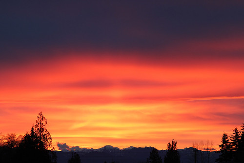 sunrise everett washington washingtonstate washingtonusa sun cloud cascades silhouette mountain mountains mountainrange cascademountains pink orange grey gray