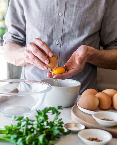 no need for a fancy egg separator--your hands work just fine | by Husbands That Cook