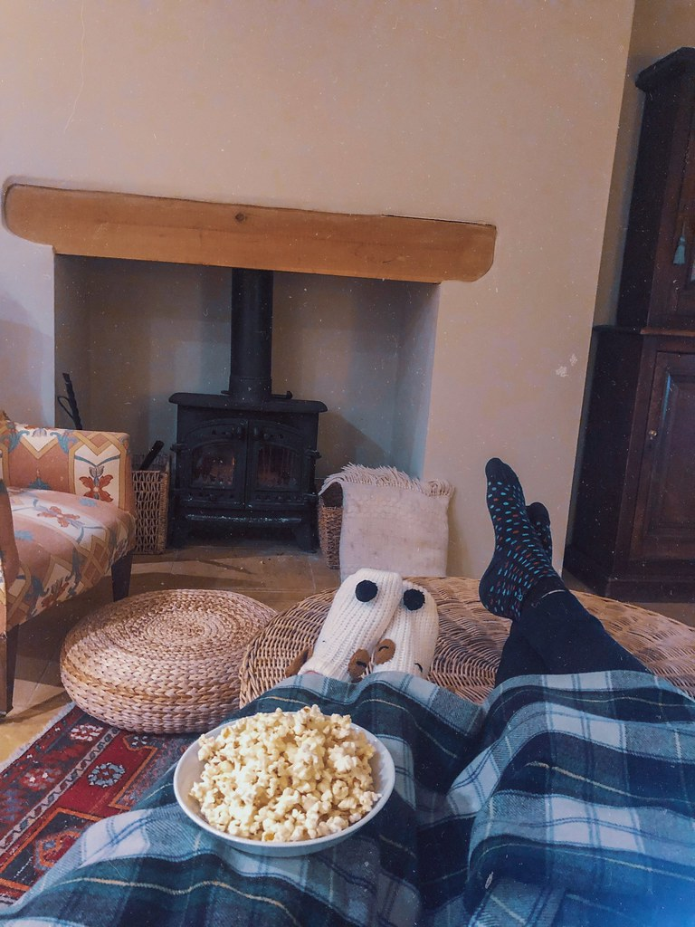 cosy cottage snug movie night cotswolds air b n b
