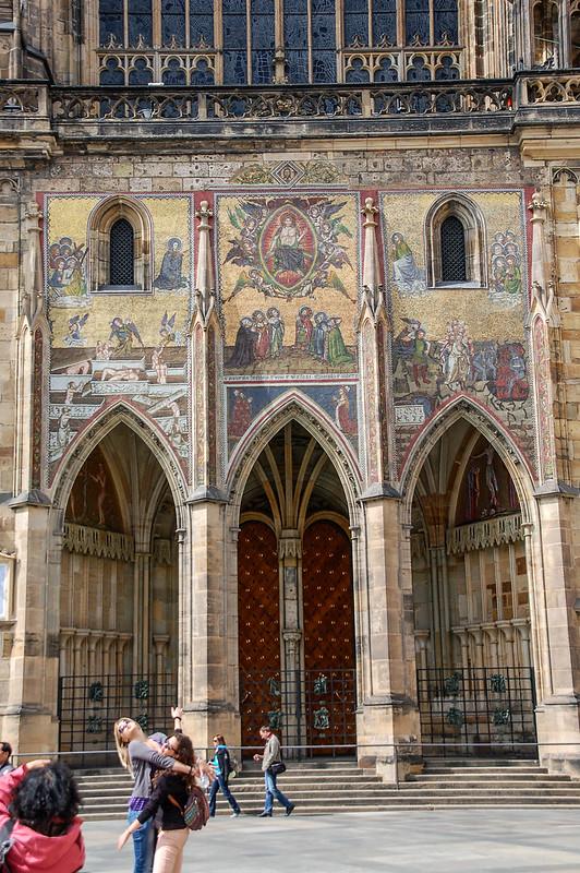 這扇金色大門是19世紀前教堂的主要出入口,門上有14世紀威尼斯工匠以最後的審判為題材的鑲嵌畫