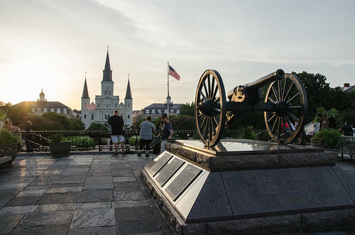 nola neworleans louisiana jacksonsquare saintlouiscathedral view cityscape cannon moonwalk riverwalk church architecture photographers glorious sun light sunset flag photography traveling frenchquarter