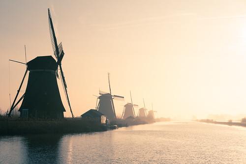 kinderdijk netherlands windmill mill stream canal sunshine sunnyday goldensky sky landscape historic unesco morning sunrise nikond750 d750 tamron70210mmf4 backlight kinderdijkmills fog