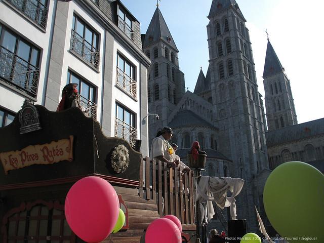 Portrait: Pirates à l'assaut de la cathédrale de Tournai