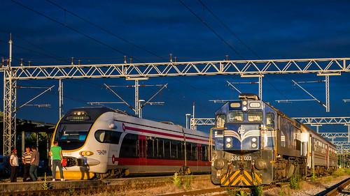 hž hrvatske željeznice croatian railways railway railroad eisenbahn ferrovia gm emd gt26cw2 karavela diesel locomotive lokomotiva lokomotive željeznica železnica som končar hz 2063 6112 emu motorni vlak