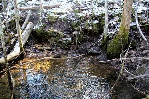 Vesi väljub kaevandusest ja saab karjääriveeks / Water exits the mine and becomes surface water