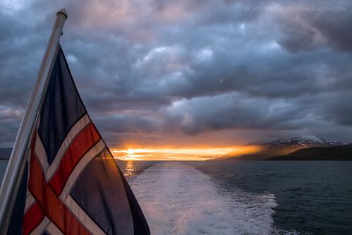 2470mmf28g d5 eyjafjörður iceland nikkor nikon northesternregion atardecer bandera fiordo fjord flag ocaso puestadelsol sunset is