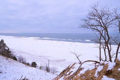 lake lakeshore lakemichigan winter ice iceberg