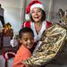 Senac entrega presentes de Natal no Centro Social Terezinha Freire