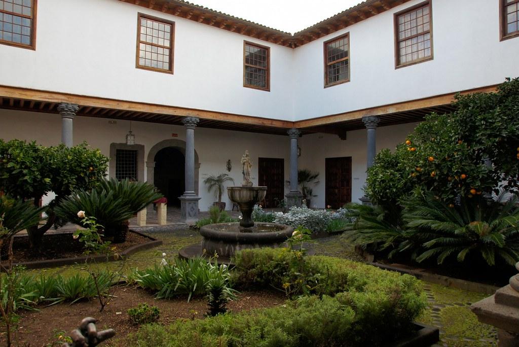 cour d 39 une maison typique des canaries casa lercaro la. Black Bedroom Furniture Sets. Home Design Ideas