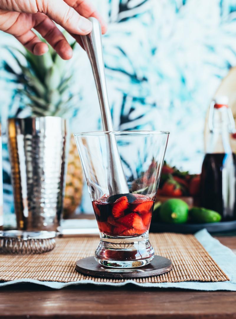 Hawaiian Honi Cocktail (Strawberry Hibiscus Rum Smash Cocktail) www.pineappleandcoconut.com