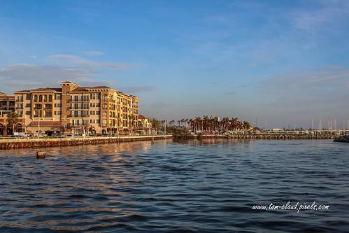 condo condominium apartment building architecture downtown water waterfront indianriver lagoon indianriverlagoon fortpierce florida usa landscape cityscape seascape