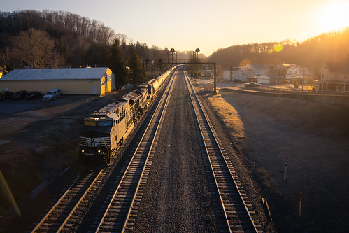 goldenhour ns ns3611 ns67r norfolksouthern prrsignal prrsignalbridge pt263 pennsy pennsysignal pennsysignalbridge summerhill sunrise golden morning morninglight railroad signal trains