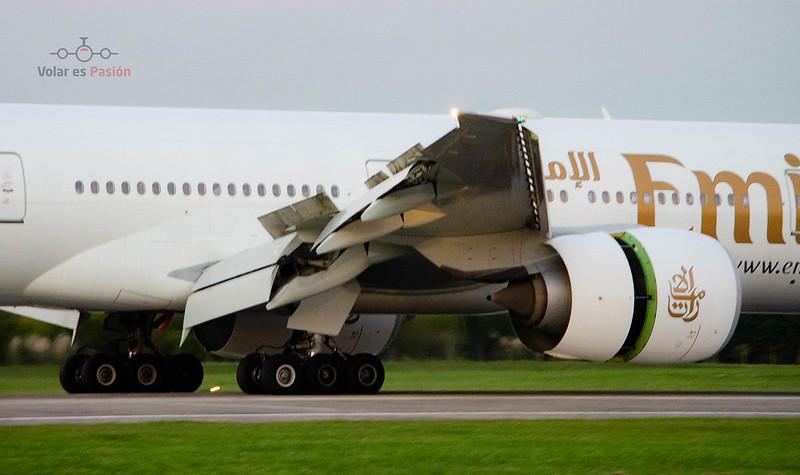 Emirates - B777-300