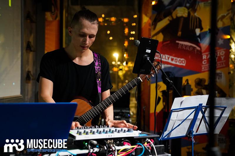 acoustic_boy_043