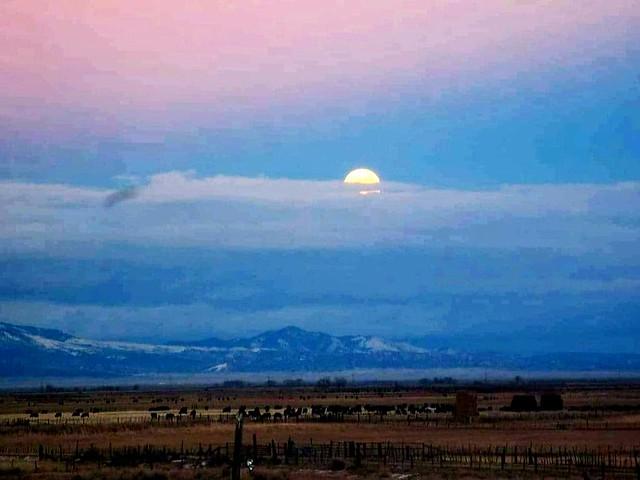 Moonrise in El Valle de San Luis