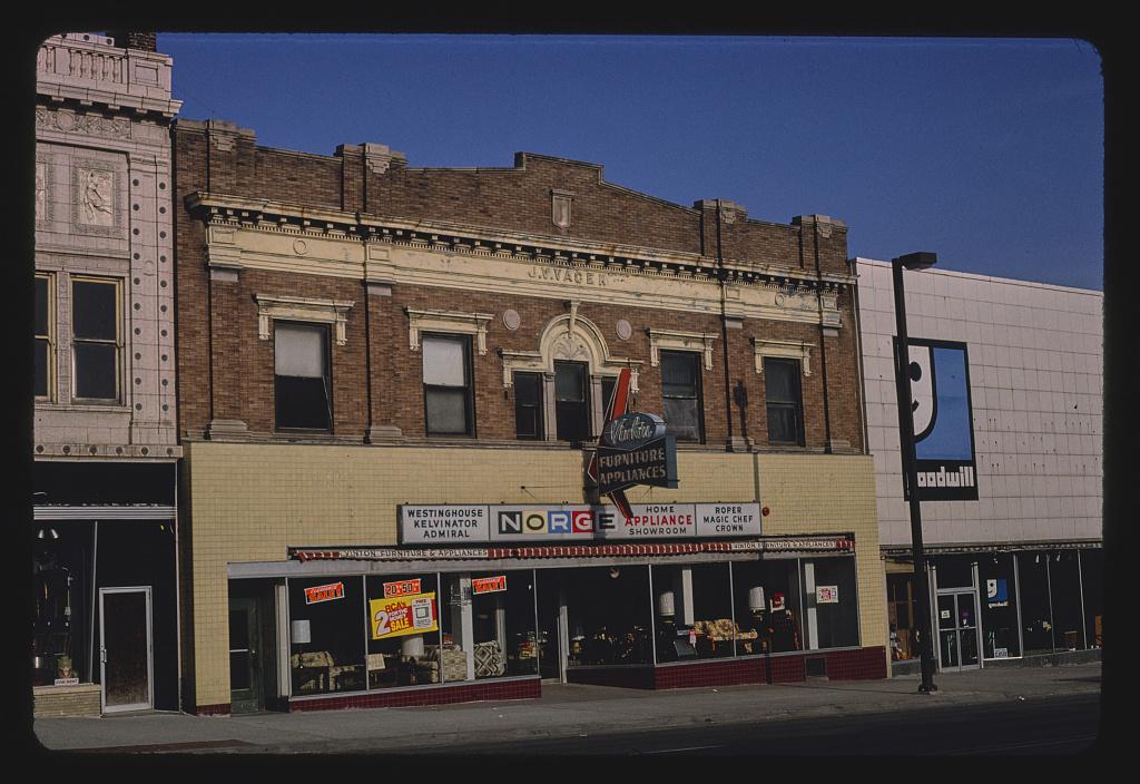 Vinton Furniture Store, S. 24th Street, Omaha, Nebraska (LOC)